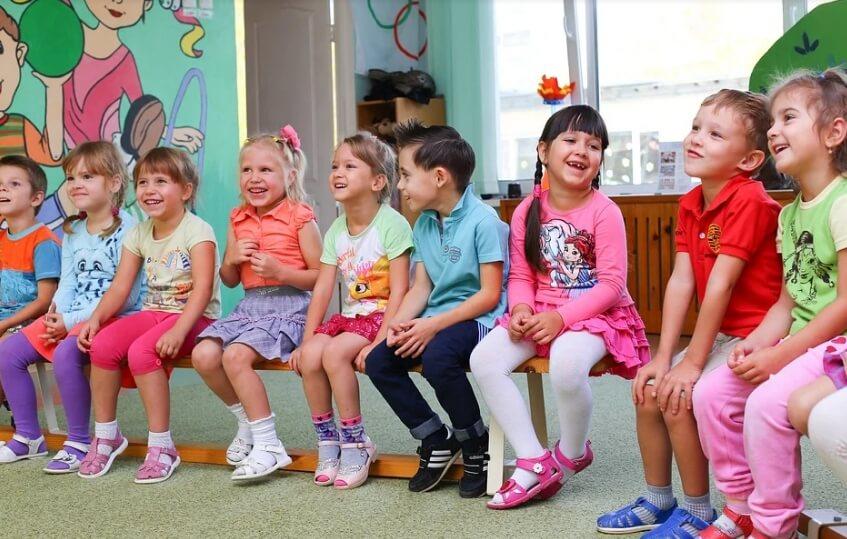 Дети в детском саду.