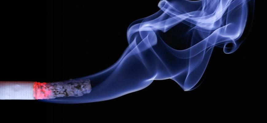 Сигарета с дымом.