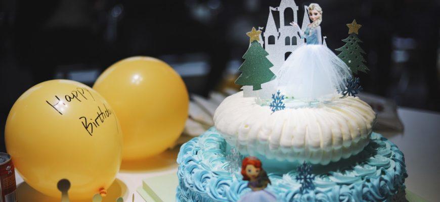Торт с принцессой и шарики. Красивое поздравление с юбилеем девочке 10 лет