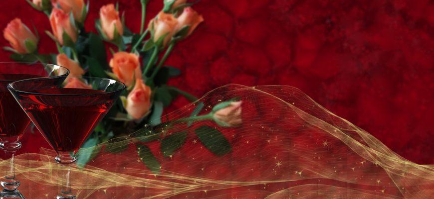 Бокалы и цветы. Какой тост произнести на День рождения девушки