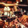 Бокалы с красным вином. Прикольные тосты в стиха на все праздники.