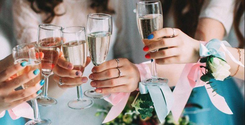 Шампанское на девичник. Поздравление для невесты на девичник.
