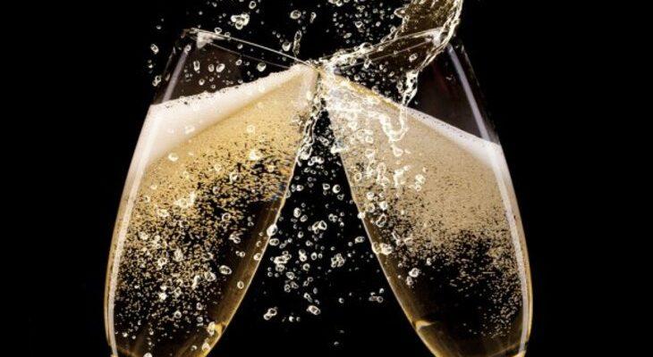 Два бокала с шампанским. Интересные поздравления на сватовство.