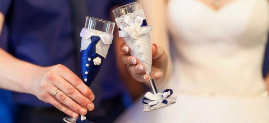 красивые свадебные бокалы. Какие слова сказать молодым.